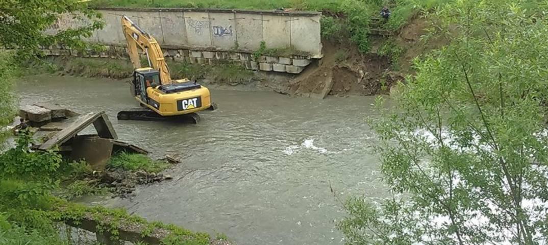 Двоє чиновників розтратили 80 тисяч гривень, виділених на берегоукріплення